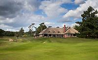 HILVERSUM -  green hole 18 met clubhuis. Hilversumsche Golf Club, COPYRIGHT  KOEN SUYK