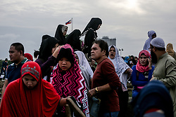 June 15, 2018 - Manila, Philippines - Thousands of Filipino Muslims gather at Rizal Park in Manila, Philippines to celebrate Eid al-Fitr on Friday. June 15, 2018. The Eid is one of the most important holidays in the Muslim world marking the end of the Holy Month of Ramadan. (Credit Image: © Basilio H. Sepe via ZUMA Wire)
