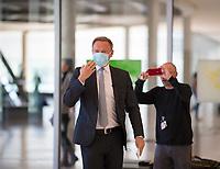 DEU, Deutschland, Germany, Berlin, 21.04.2020: FDP-Partei- und Fraktionschef Christian Lindner kommt zu einem Pressestatement vor der Fraktionssitzung der FDP im Deutschen Bundestag. Aufgrund der Coronakrise trägt er eine Schutzmaske, die Mund und Nase bedeckt.
