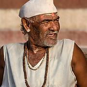 2010 04 19 Varanasi Uttar Pradesh Indien<br /> Porträtt av en man<br /> ----<br /> FOTO : JOACHIM NYWALL KOD 0708840825_1<br /> COPYRIGHT JOACHIM NYWALL<br /> <br /> ***BETALBILD***<br /> Redovisas till <br /> NYWALL MEDIA AB<br /> Strandgatan 30<br /> 461 31 Trollhättan<br /> Prislista enl BLF , om inget annat avtalas.