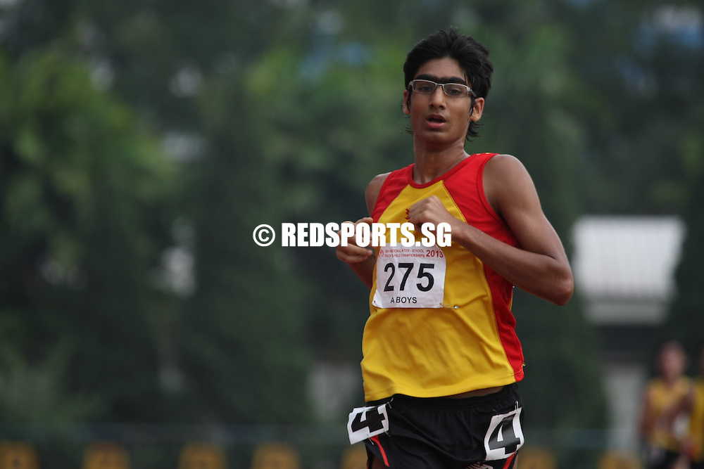 Choa Chu Kang Stadium, Tuesday, April 9, 2013 — Karthic Harish Ragupathy of Hwa Chong Institution (HCI) successfully defended his A Division 5,000 metres title with a time of 16 minutes 33 seconds at the 54th National Schools Track and Field Championships.<br /> <br /> Story: http://www.redsports.sg/2013/04/11/a-div-boys-5000m-karthic-hci/