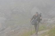 Impressionen beim Rifugio Zamboni Zappa am Fuss der Monte Rosa Nordost-Wand oberhalb der Walsergemeinde Macugnaga im Val Anzasca im Piemont an einem nebligen und niesligen Sommertag im August