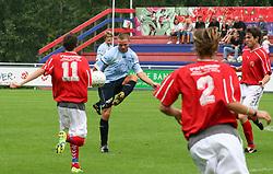 FODBOLD: Sebastian Hviid (Helsingør) under kampen i Kvalifikationsrækken, pulje 1, mellem Elite 3000 Helsingør og Jægersborg Boldklub den 27. august 2006 på Helsingør Stadion. Foto: Claus Birch