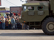 Militärfahrzeuge der russischen Armee auf der abgesperrte Prachtstraße Twerskaja - während der größten Militärparade in Rußland seit Ende der Sowjetunion 1991 (9.Mai 2008).<br /> <br /> Military vehicles of the Russian Army at the Tverskaja street during the Victory Day parade (took place the 9th of May 2008) which showcased military hardware for the first time since the Soviet collapse.