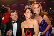 MIS(S) VERKIEZING 2007 vanuit Studio Baarn. De verkiezing van de  mooiste, slimste, charmantste en meest betrokken gehandicapte jonge vrouw van Nederland.<br /> <br /> Op de foto:<br /> <br />  Winnares en MISS 2007 Reni de Boer met Jan Peter Balkenende en Lucille Werner
