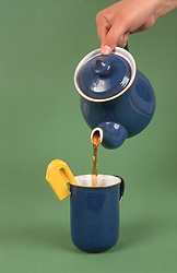 Tea pouring aid for people with visual impairments,