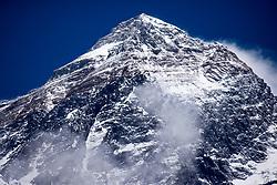"""THEMENBILD - Die Gipfelpyramide des höchsten Berg der Erde, dem Mount Everest, mit einer Höhe von 8848m. Wanderung im Sagarmatha National Park in Nepal, in dem sich auch sein Namensgeber, der Mount Everest, befinden. In Nepali heißt der Everest Sagarmatha, was übersetzt """"Stirn des Himmels"""" bedeutet. Die Wanderung führte von Lukla über Namche Bazar und Gokyo bis ins Everest Base Camp und zum Gipfel des 6189m hohen Island Peak. Aufgenommen am 18.05.2018 in Nepal // Trekkingtour in the Sagarmatha National Park. Nepal on 2018/05/18. EXPA Pictures © 2018, PhotoCredit: EXPA/ Michael Gruber"""