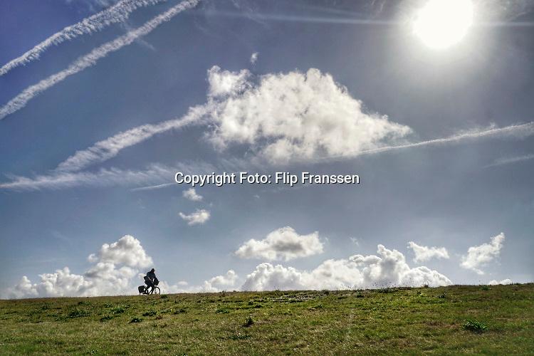 Nederland, Groede, Zeeland, 5-9-2019In de duinen langs de Noordzee in Zeeuws Vlaanderen. Het is naseizoen en daardoor zijn er veel toeristen, vooral uit duitsland . Er wordt veel gefietst en gewandeld in het duinengebied richting Breskens.Foto: Flip Franssen
