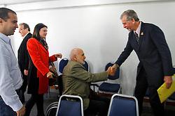 José Fortunati cumprimenta João Dibb durante visita para participar de reunião com lideranças políticas do PP - Partido Progressista. FOTO: Jefferson Bernardes/Preview.com