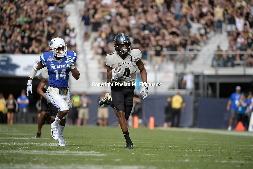 Central Florida wide receiver Tre'Quan Smith (4), right, scores on a 50-yard touchdown reception in front of Memphis defensive back Jonathan Cook (14) during the first half of the American Athletic Conference championship NCAA college football game Saturday, Dec. 2, 2017, in Orlando, Fla. (Photo by Phelan M. Ebenhack)