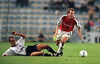 Frederik Ljungberg (Arsenal) Zdenek Svoboda (Sparta Prague). AC Sparta Prague 0:1 Arsenal. UEFA Champions League, Prague, Czech Republic, 12/9/2000. Credit: Colorsport / Stuart MacFarlane.