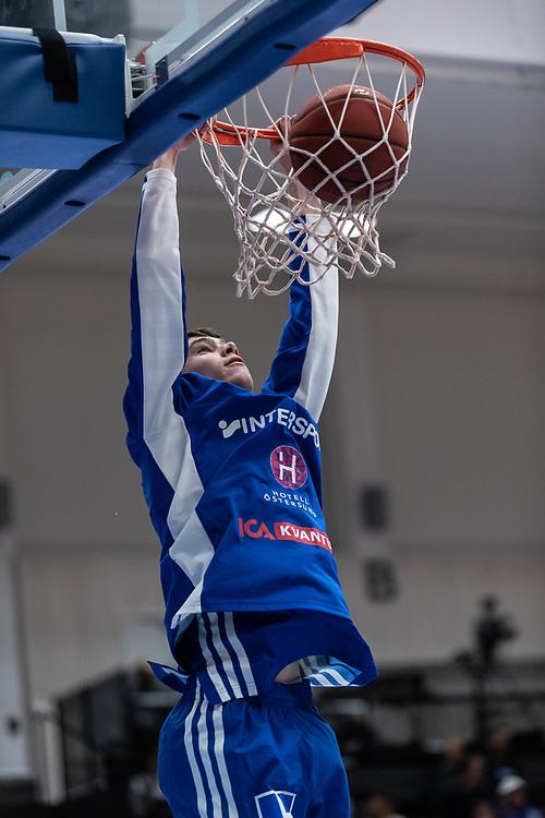 ÖSTERSUND 20210924<br /> Jämtlands Gustav Vågström under fredagens match i Basketligan mellan Jämtland Basket och Nässjö Basket i Östersunds Sporthall<br /> <br /> Foto: Per Danielsson/Projekt.P