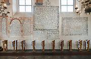 Polichromie z inskrypcjami w języku hebrajskim w sali modlitewnej w Wielkiej Synagodze, Tykocin, Polska<br /> Polychromes in the prayer room of the Jewish Synagogue, Tykocin, Poland