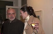 Francesco Clemente and Tina Davis. Francesco Clemente private view. Anthony d'Offay . London. 1 March 2001. © Copyright Photograph by Dafydd Jones 66 Stockwell Park Rd. London SW9 0DA Tel 020 7733 0108 www.dafjones.com