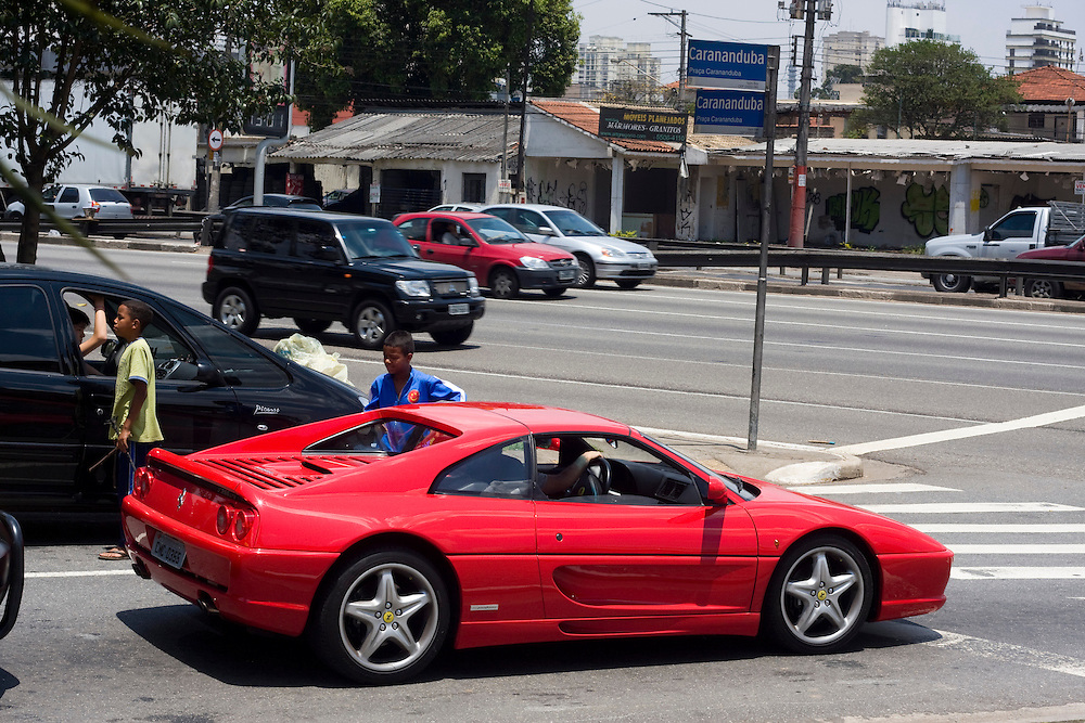 Sao Paulo_SP, Brasil...Ferrari vermelha nas ruas de Sao Paulo...The red Ferrari  in the streets of Sao Paulo...Foto: MARCUS DESIMONI /  NITRO..