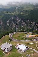 Svizzera,Un punto della Ferrovia retica della valposchiavo attraversata dal bernina express