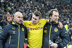 24.02.2015, Juventus Stadium, Turin, ITA, UEFA CL, Juventus Turin vs Borussia Dortmund, Achtelfinale, Hinspiel, im Bild Lukasz Piszczek #26 (Borussia Dortmund) verlaesst verletzt das Spielfeld und wird gestuetzt, verabschiedet sich von den Fans // during the UEFA Champions League Round of 16, 1st Leg match between between Juventus Turin and Borussia Dortmund on at the Juventus Stadium in Turin, Italy on 2015/02/24. EXPA Pictures © 2015, PhotoCredit: EXPA/ Eibner-Pressefoto/ Kolbert<br /> <br /> *****ATTENTION - OUT of GER*****