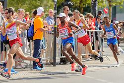 Abdi Nageeye in de kopgroep op de marathon bij het EK atletiek in Berlijn op 12-8-2018