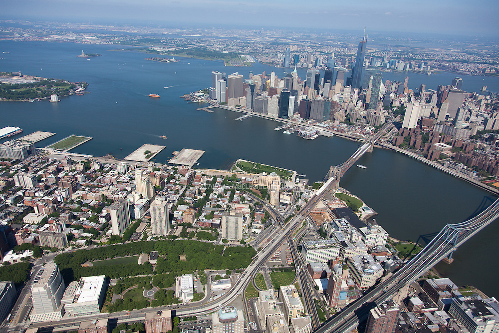 Overview of Brooklyn and lower Manhattan at the confluence of the East and Hudson Rivers. Parks include the Brooklyn War Memorial and Brooklyn Bridge Park
