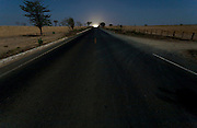 Jaiba_MG, 24 de Setembro de 2007.<br /> <br /> Projeto Beira de Estrada<br /> <br /> Rota Norte e Noroeste de Minas <br /> <br /> Na foto, estrada na saida do municipio de Jaiba.<br /> <br /> Foto: LEO DRUMOND / NITRO