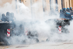 """07.05.2016, Grenzübergang, Brenner Ort, ITA, Demonstration gegen Grenzsicherungsmaßnahmen am Brenner. Linksaktivisten rufen unter dem Motto """"Tag des Kampfes"""" zur Demonstration am Brenner auf, im Bild Übersicht auf die Ausschreitungen // Left activists call under the slogan """"Day of the Fight"""" to Demonstration at the border """"Brenner"""". The demonstration is directed against the planned border security measures at the border from Italy to Italy, The Brenner Pass is one of the most important border crossings in Europe. Brenner Ort, Italy on 2016/05/07. EXPA Pictures © 2016, PhotoCredit: EXPA/ Johann Groder"""