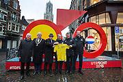 Samen met oud-tourwinnaars Joop Zoetemelk (links), Jan Janssen, Bernard Hinault (3e rechts), Bernard Thevenet (2e rechts) en tourbaas Prudhomme (rechts) poseert burgemeester Jan van Zanen (2e links) bij het beeld van de Tourstart. In Utrecht is het aftellen begonnen voor de start van de Tour de France. Over 100 dagen start de grootste wielerronde ter wereld in de Domstad.<br /> <br /> From left to right: Joop Zoetemelk, major Jan van Zanen, Jan Janssen, Bernard Hinault, Bernard Thevenet and director of the Tour the France Christian Prudhomme. In Utrecht, the countdown began for the start of the Tour de France. In 100 days the biggest cycling race in the world starts in the cathedral city.