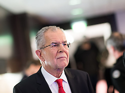 "01.12.2016, ORF Zentrum, Wien, AUT, ORF Diskussion ""Das Duell"" anlässlich der Präsidentschaftswahl 2016, im Bild Präsidentschaftskandidat Alexander Van der Bellen // Candidate for Presidential Elections Alexander Van der Bellen before television confrontation beetwen candidates for the austrian presidential elections in Vienna, Austria on 2016/12/01, EXPA Pictures © 2016, PhotoCredit: EXPA/ Michael Gruber"