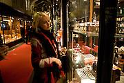 LUCY KNIGHT, Patsy Kensit turns on Burlington Arcade Christmas Lights, Burlington Arcade, London, W1. 26 November 2008 *** Local Caption *** -DO NOT ARCHIVE -Copyright Photograph by Dafydd Jones. 248 Clapham Rd. London SW9 0PZ. Tel 0207 820 0771. www.dafjones.com