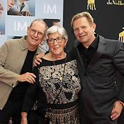 NL/Utrecht/20200927 - Filmpremiere I.M., Michiel van Erp met zijn moeder en broer
