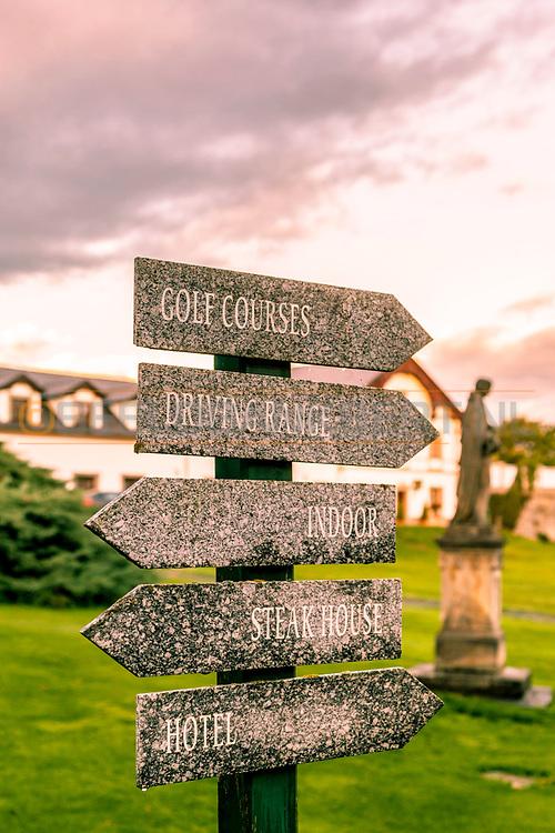 18-09-2015: Golf & Spa Resort Konopiste in Benesov, Tsjechië.<br /> Foto: Wegwijzers