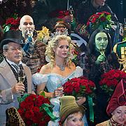 NLD/Scheveningen/20111106 - Premiere musical Wicked, castfoto, Chantal Janzen, Willemijn Verkaik en Jim Bakkum