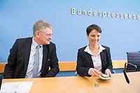 14 MAR 2016, BERLIN/GERMANY:<br /> Joerg Meuthen (L), AfD Bundesvorsitzender und Spitzenkandidat der baden-wuerttembergischen AfD, und Frauke Petry (R), AfD Bundesvorsitzende, nach einer Pressekonferenz zu den Auswirkungen der Landtagswahlen auf die Bundespolitik, Bundespressekonferenz<br /> IMAGE: 20160314-01-092<br /> KEYWORDS: BPK, Jörg Meuthen