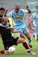 Fotball<br /> Italia 2004/05<br /> Lazio v Reggina<br /> 19. september 2004<br /> Foto: Digitalsport<br /> NORWAY ONLY<br /> Junior Santos Batista Mozart Reggina e Paolo Di Canio Lazio