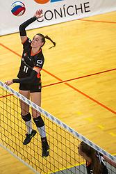 02-02-2019 NED: Regio Zwolle Volleybal - Sliedrecht Sport, Zwolle<br /> Round 16 of Eredivisie volleyball - Sliedrecht win the match 3-2 / Kelly van de Haar #11 of Zwolle