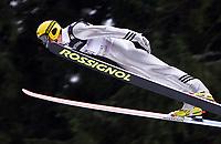 Hopp, 01.12.2001 Titisee-Neustadt, Deutschland,<br />Der Finne Tami Kiuru  am Samstag (01.12.2001) beim Weltcup Skispringen in Titisee-Neustadt, Schwarzwald. Foto: ÊJAN PITMAN/Digitalsport