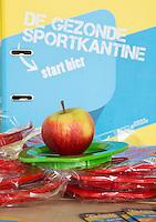 UTRECHT - KNHB Hockeycongres 2016. stand van de Gezonde Sportkantine met veel fruit. Foto Koen Suyk.