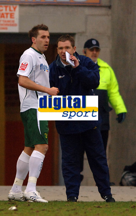 Photo: Paul Greenwood.<br />Blackpool v Norwich City. The FA Cup. 27/01/2007. Norwich manager Peter Grant gives instructions to Darren Huckerby