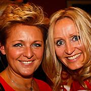 NLD/Hilversum/20100121 - Benefietactie voor het door een aardbeving getroffen Haiti, Caroline Tensen en Natasja Froger