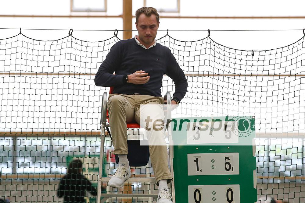 Aleander Franke (GER), Schiedsrichter,  Deutsche Meisterschaften der Damen und Herren 2020 - Deutscher Tennis Bund e.V. am 11.12.2020 in Biberach ( Bezirksstützpunkt Biberach (WTB)), Deutschland, Foto: Mathias Schulz