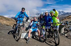15-09-2017 ITA: BvdGF Tour du Mont Blanc day 6, Courmayeur <br /> We starten met een dalende tendens waarbij veel uitdagende paden worden verreden. Om op het dak van deze Tour te komen, de Grand Col Ferret 2537 m., staat ons een pittige klim (lopend) te wachten. Na een welverdiende afdaling bereiken we het Italiaanse bergstadje Courmayeur. Marcos, Javi, Beatriz, Elias, Carlos