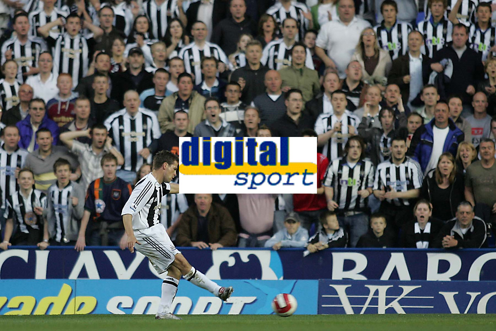 Photo: Lee Earle.<br /> Reading v Newcastle United. The Barclays Premiership. 30/04/2007.Newcastle's Michael Owen has a shot on goal in front of the away supporters.