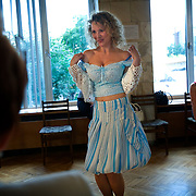 """Russian student Nina learns to be """"real women"""" under Vladimir Rakovsky, a self-proclaimed master of seduction. The course, given in Moscow, includes seduction theory, posture and strip-tease. The course, also dubbed """"How to Marry a Millionaire"""", teaches women to be subservient to men. The course takes place at the Dubrovka Theatre, scene of the terrorist siege."""