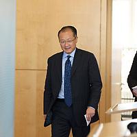 DEU, Deutschland, Germany, Berlin, 11.09.2012:<br />Der neue Präsident der Weltbank, Dr. Jim Yong Kim, auf dem Weg zu einer Pressekonferenz im Bundesministerium für wirtschaftliche Zusammenarbeit und Entwicklung (BMZ).
