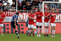 22-10-2006 VOETBAL: UTRECHT - DEN HAAG: UTRECHT<br /> FC Utrecht wint in eigenhuis met 2-0 van FC Den Haag / Muurtje met Cedric van der Gun, Peter Kopteff, Fortune, Tom Caluwe en Rick Kruys<br /> ©2006-WWW.FOTOHOOGENDOORN.NL