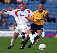 Photo: Daniel Hambury.Digitalsport<br /> Coca Cola League Two<br /> Oxford United V Rushden & Diamonds .  11/9/2004.<br /> <br /> <br /> Oxford United's Matt Robinson and Rushden & Diamonds' Craig Dove