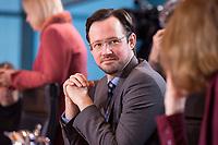 10 JAN 2018, BERLIN/GERMANY:<br /> Dirk Wiese, SPD, Parl. Staatssekretaer im Bundesministerium fuer Wirtschaft und Energie, vor Beginn der Kabinettsitzung, Bundeskanzleramt<br /> IMAGE: 20180110-01-002<br /> KEYWORDS: Kabinett, Sitzung