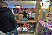 Duitsland, Germany, Wyler, 27-12-2017 Veel mensen uit Nederland kopen vuurwerk vlak over de grens bij Nijmegen. Het Duitse siervuurwerk is goedkopen dan het Nederlandse. Sale of legal fireworks in a store. In Germany the firework is a lot cheaper as in Holland. Foto: Flip Franssen