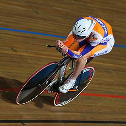 NK Baan achtervolging Jenning Huizinga kwalificeerde zich als snelste voor de fianle op het NK Baan in Apeldoorn