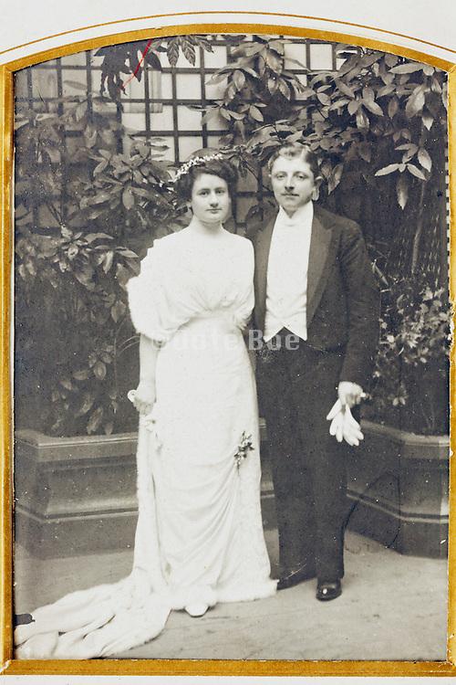 1914 wedding photo in album golden passe-partout