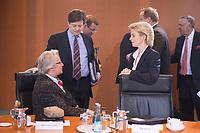 23 JAN 2013, BERLIN/GERMANY:<br /> Annette Schavan (L), CDU, Bundesforschungsministerin, Eckart von Klaeden (M), CDU, Staatsminister im Bundeskanzleramt, und Ursula von der Leyen (R), CDU, Bundesarbeitsministerin, im Gespraech, vor Beginn der Kabinettsitzung, Bundeskanzleramt<br /> IMAGE: 20130123-01-016<br /> KEYWORDS: Kabinett, Sitzung, Gespräch